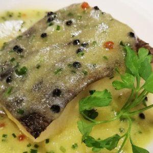 Bacalao confitado en pil pil de caviar